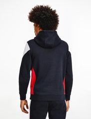 Tommy Sport - BLOCKED SEASONAL HOODY - hoodies - desert sky - 3