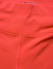 Tommy Sport - KNIT  LONG SHORT LBR - spodenki treningowe - bright vermillion - 2