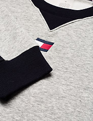 Tommy Sport - BLOCKED FLEECE CREW - longsleeved tops - grey heather - 2