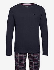 Tommy Hilfiger - CN LS PANT JERSEY SET PRINT - pyjamas - desert sky/desert sky - 0