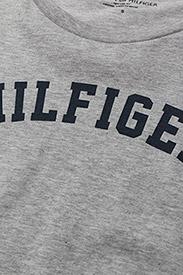 Tommy Hilfiger - SS TEE PRINT - Överdelar - grey heather - 3
