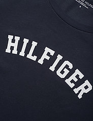 Tommy Hilfiger - SS TEE PRINT - Överdelar - navy blazer - 2
