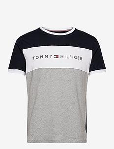 CN SS TEE LOGO FLAG - short-sleeved t-shirts - desert sky