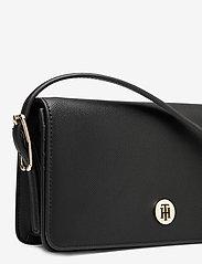 Tommy Hilfiger - HONEY FLAP CROSSOVER - shoulder bags - black - 4