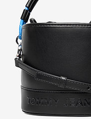 Tommy Hilfiger - TJW FEMME BUCKET BAG - bucket bags - black - 3