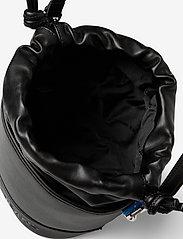 Tommy Hilfiger - TJW FEMME BUCKET BAG - bucket bags - black - 4