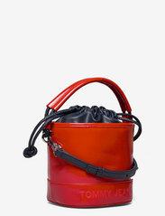 Tommy Hilfiger - TJW FEMME BUCKET BAG CRINKLE - bucket bags - deep crimson - 2