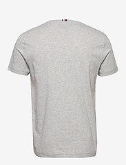 Tommy Hilfiger - FOLDED FLAG TEE - short-sleeved t-shirts - medium grey heather - 1