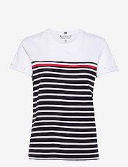Tommy Hilfiger - GLB STP REGULAR ROUND-NK TOP SS - t-shirts - eng global st/ desert sky - 0