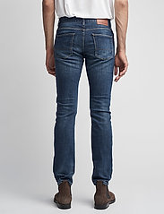 Tommy Hilfiger - DENTON B MIDDLE BLUE STRETCH - slim jeans - middle blue - 6