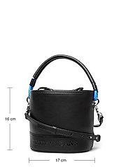 Tommy Hilfiger - TJW FEMME BUCKET BAG - bucket bags - black - 5