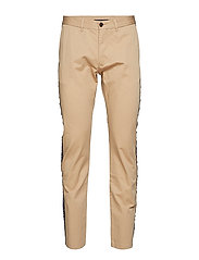 RELAXED CHINO SIDE T - BATIQUE KHAKI
