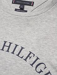 Tommy Hilfiger - FOLDED FLAG TEE - short-sleeved t-shirts - medium grey heather - 3