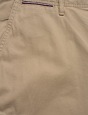 Tommy Hilfiger - JOHN CARGO SHORT LIGHT TWILL - cargo shorts - beige - 2