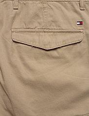 Tommy Hilfiger - JOHN CARGO SHORT LIGHT TWILL - cargo shorts - beige - 4