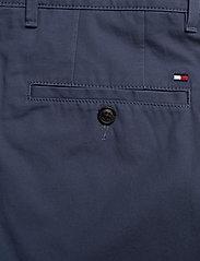 Tommy Hilfiger - BROOKLYN SHORT LIGHT TWILL - chinos shorts - faded indigo - 4
