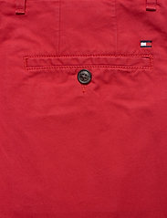 Tommy Hilfiger - BROOKLYN SHORT LIGHT TWILL - chinos shorts - primary red - 4