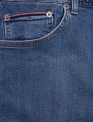 Tommy Hilfiger - BROOKLYN 5PKT SHORT - denim shorts - alvin blue - 2