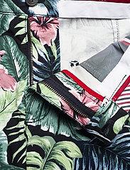 Tommy Hilfiger - BROOKLYN SHORT AO PRINT - casual shorts - floral print green - 3