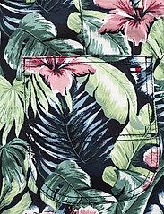 Tommy Hilfiger - BROOKLYN SHORT AO PRINT - casual shorts - floral print green - 4
