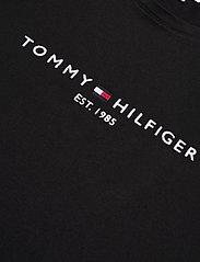 Tommy Hilfiger - NEW TH ESS HILFIGER - logo t-shirts - black - 2