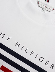Tommy Hilfiger - REGULAR C-NK FLOCK TEE SS - t-shirts - white - 2