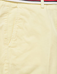 Tommy Hilfiger - CO TENCEL CHINO SLIM PANT - chinos - frosted lemon - 2
