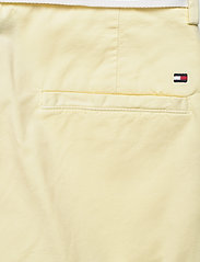 Tommy Hilfiger - CO TENCEL CHINO SLIM PANT - chinos - frosted lemon - 4