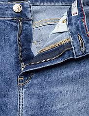 Tommy Hilfiger - TH FLEX VENICE SLIM RW IZZY BERM - jeansshorts - izzy - 3