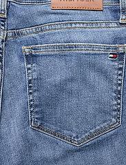 Tommy Hilfiger - TH FLEX VENICE SLIM RW IZZY BERM - jeansshorts - izzy - 4