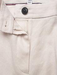 Tommy Hilfiger - STRETCH LINEN SLIM PANT - slim fit bukser - white dove - 2