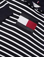 Tommy Hilfiger - ABO REGULAR FLAG HOODIE - sweatshirts & hættetrøjer - classic brenton stp/ dsrt sky/ wht - 2