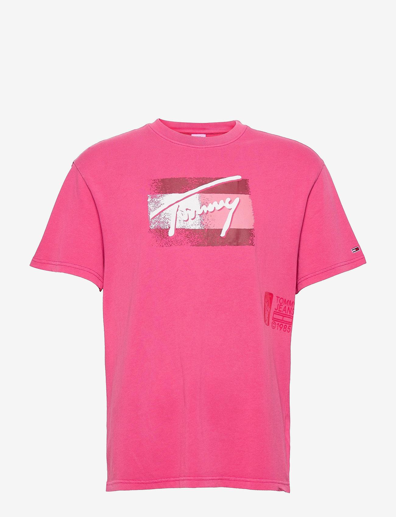Tommy Jeans - TJM FADED FLAG SCRIPT TEE - kortärmade t-shirts - bright cerise pink - 0