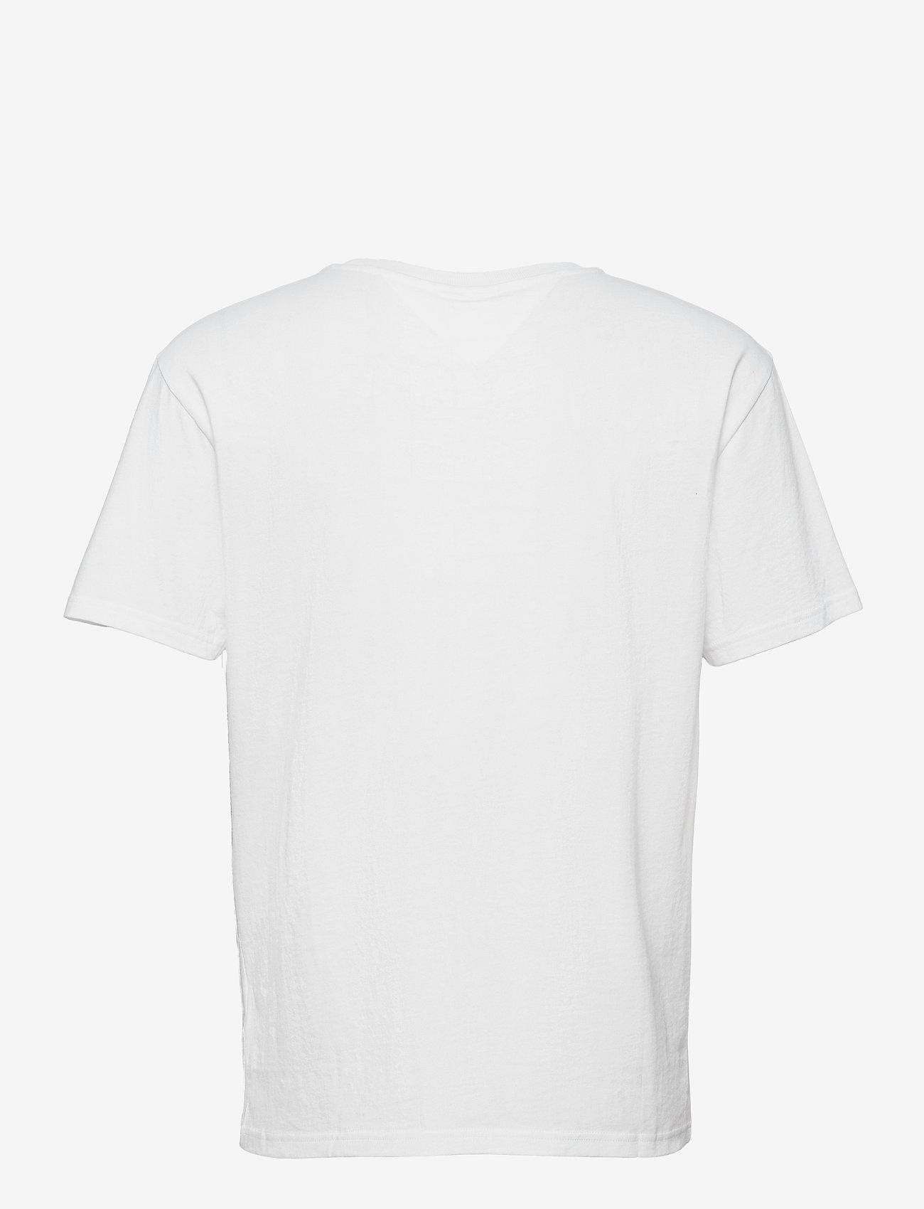 Tommy Jeans - TJM MULTICOLOR FLAG TEE - kortärmade t-shirts - white - 1