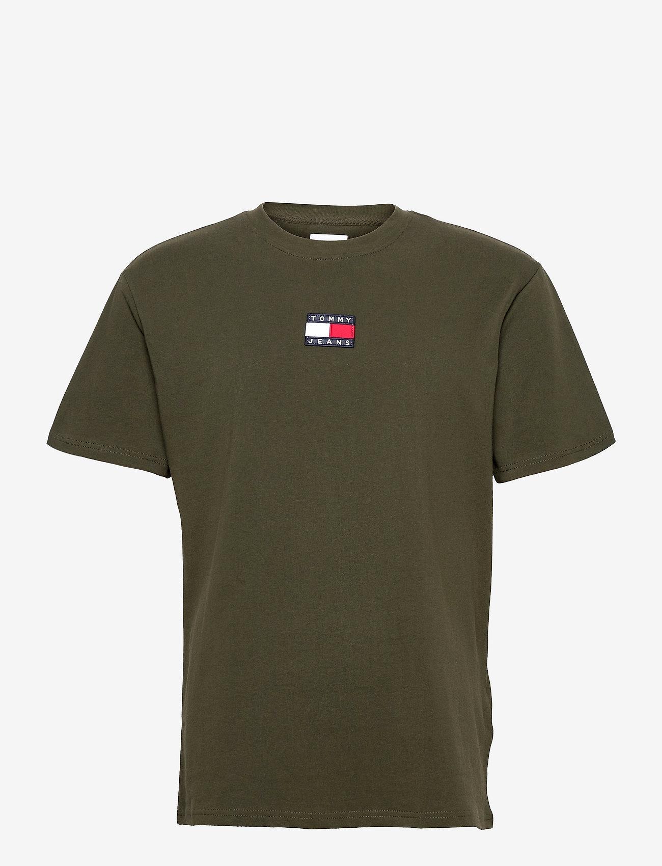 Tommy Jeans - TJM TOMMY BADGE TEE - kortärmade t-shirts - dark olive - 0