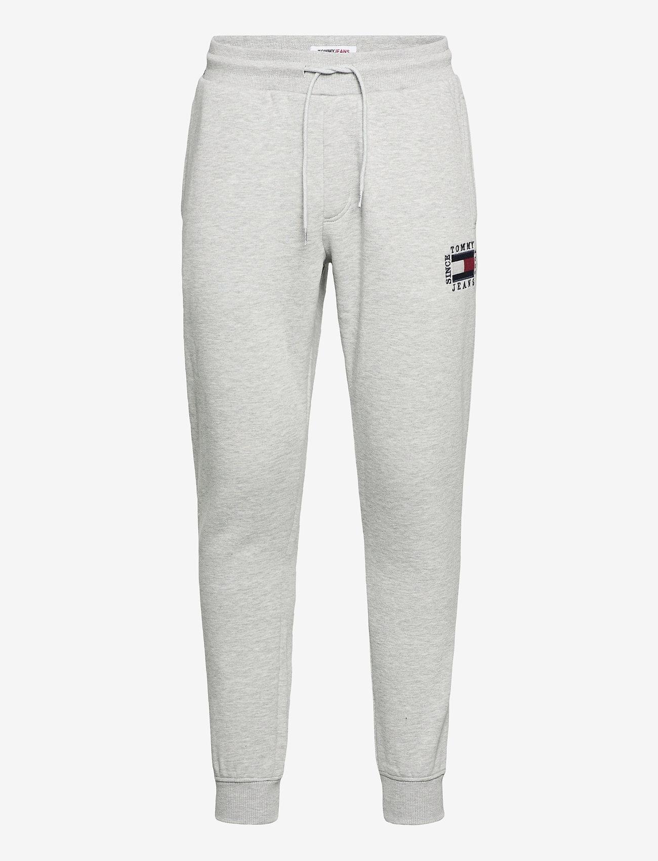 Tommy Jeans - TJM SLIM BOX FLAG SWEAT PANT - joggingbyxor - light grey heather - 0