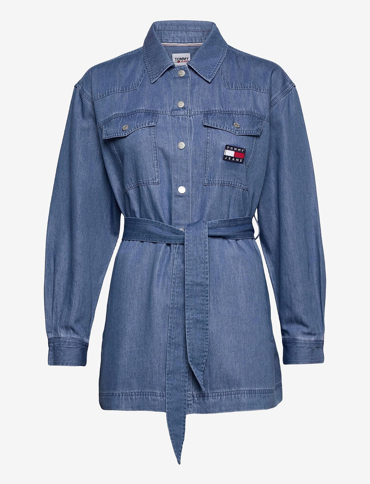 Tommy Jeans - TJW BOYFRIEND BELTED OVERSHIRT - kläder - mid indigo - 0