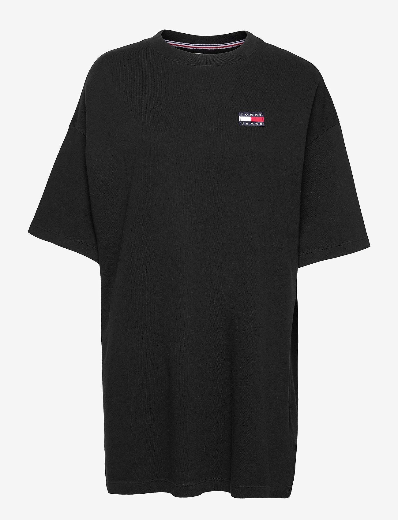 Tommy Jeans - TJW OVERSIZED BADGE TEE DRESS - t-shirts - black - 0