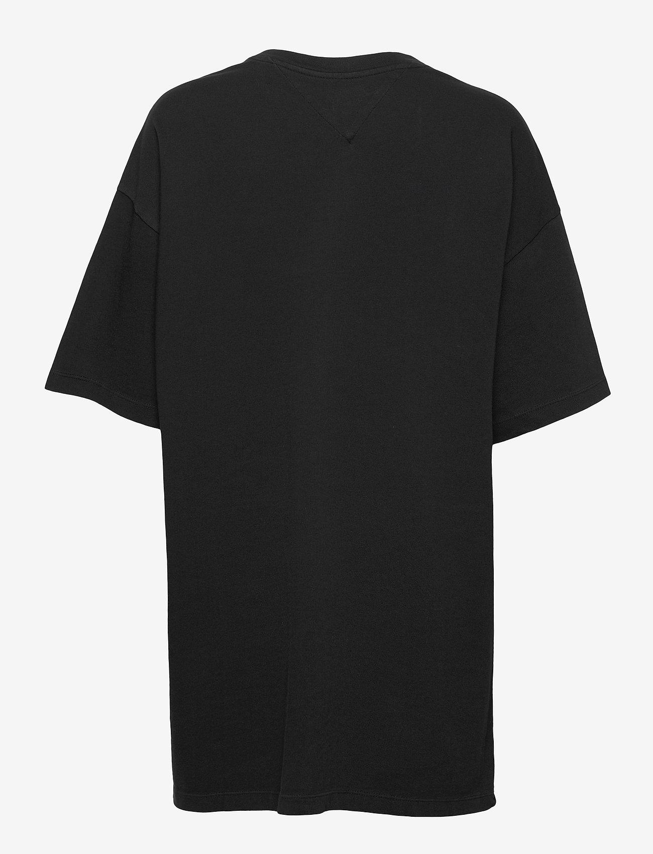 Tommy Jeans - TJW OVERSIZED BADGE TEE DRESS - t-shirts - black - 1