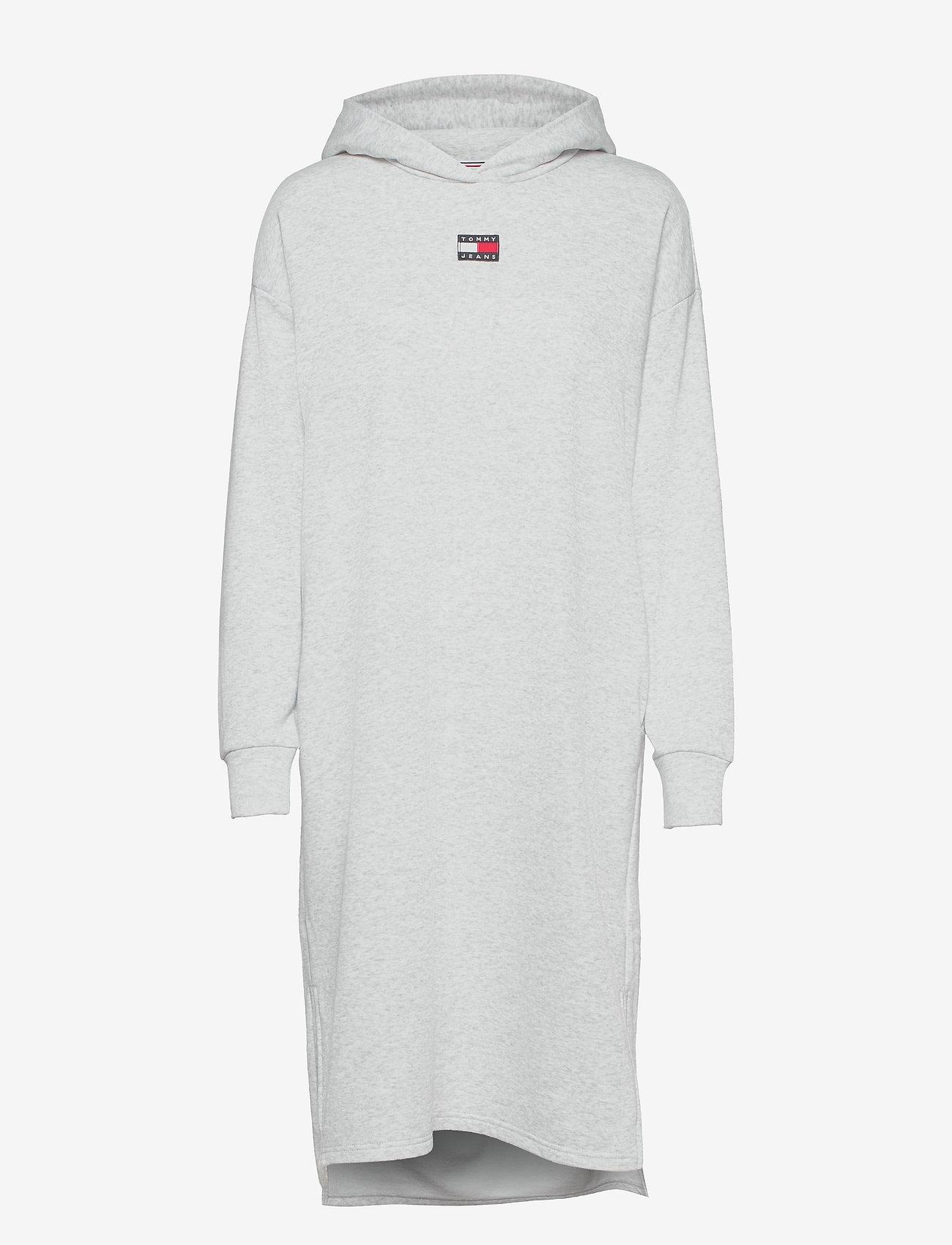 Tommy Jeans - TJW LONGLINE HOODIE BADGE DRESS - summer dresses - silver grey htr - 0