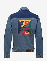 Tommy Jeans - TJM CLASSIC TRUCKER JKT CBMBLCO - denim jackets - color block mid blue comfort - 1