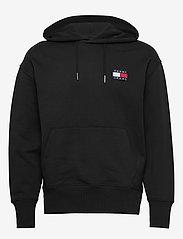 Tommy Jeans - TJM TOMMY BADGE HOODIE - hoodies - black - 0