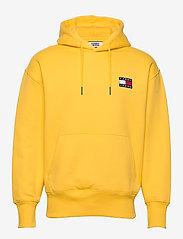 Tommy Jeans - TJM TOMMY BADGE HOODIE - hoodies - starfruit yellow - 0