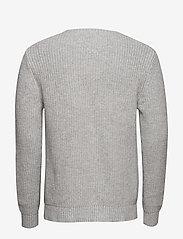 Tommy Jeans - TJM TOMMY BADGE SWEATER - basic strik - lt grey htr - 1