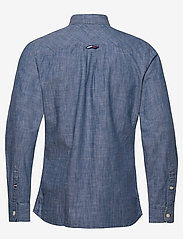 Tommy Jeans - TJM CHAMBRAY BADGE SHIRT - denim shirts - mid indigo - 1