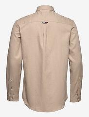 Tommy Jeans - TJM BADGE TENCEL TWILL SHIRT - basic skjortor - soft beige - 2