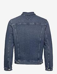Tommy Jeans - REGULAR TRUCKER JACKET LMBC - jeansjackor - lincoln mb com - 1