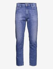 Tommy Jeans - DAD JEAN REG TPRD AE633 HYMBR - regular jeans - denim medium - 0