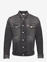 Tommy Jeans - REGULAR TRUCKER JACKET AE188 GRS - jeansjackor - denim medium - 0