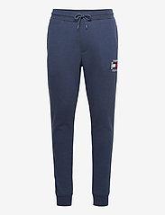 Tommy Jeans - TJM SLIM BOX FLAG SWEAT PANT - joggingbyxor - twilight navy - 0